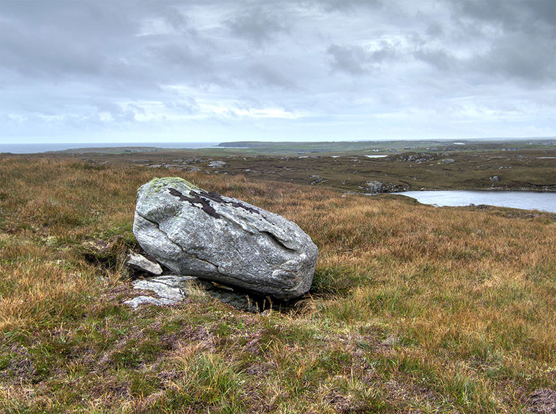 Glacial erratic above the Shawbost stone circle
